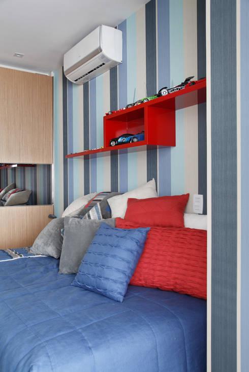 Apartamento na Barra da Tijuca: Quarto infantil  por Ana Adriano