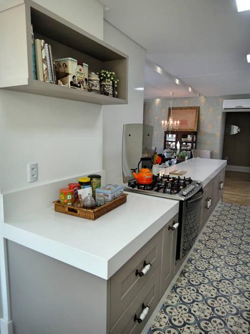 Kitchen by Gabriela Herde Arquitetura & Design