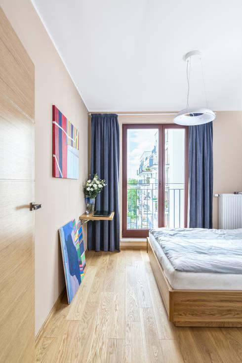 MIESZKANIE 74 M2: styl , w kategorii Sypialnia zaprojektowany przez KRAMKOWSKA|PRACOWNIA WNĘTRZ