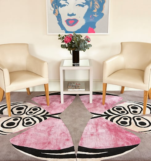 Deirdre Dyson PALOMA hand knotted wool and silk rug:  Living room by Deirdre Dyson LLP