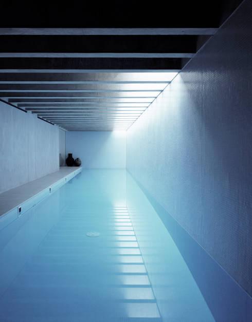 Piscinas de estilo  por Keith Williams Architects