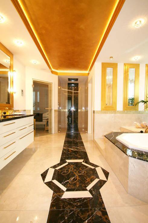 Ein ganz besonderes Badezimmer:  Badezimmer von Design Manufaktur GmbH