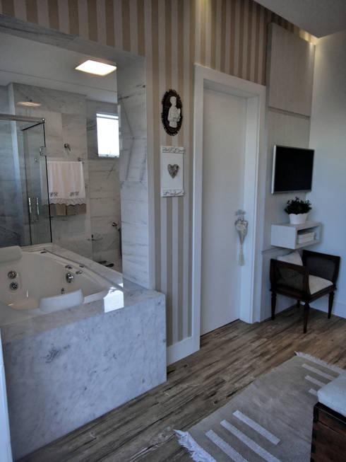 Suite Master: Quarto  por Gabriela Herde Arquitetura & Design