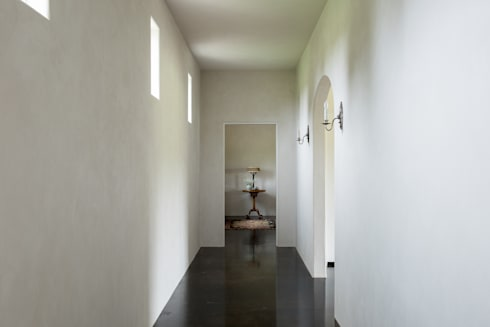 River Ranch Residence:  Corridor & hallway by Hugh Jefferson Randolph Architects