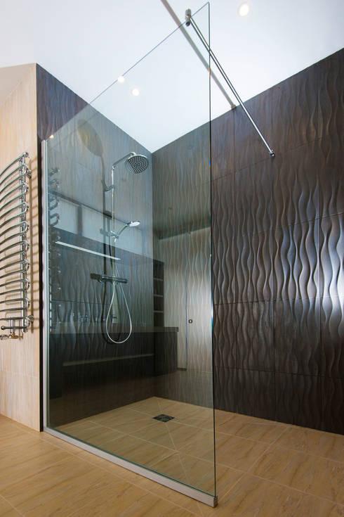 Colun house: Ванные комнаты в . Автор – Didenkül+Partners