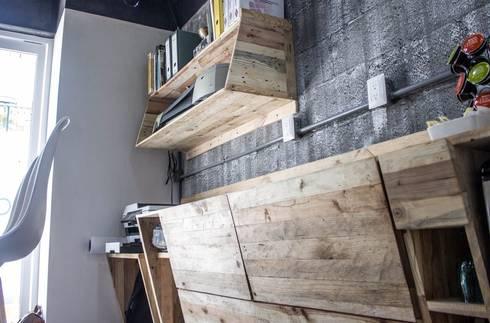 repisa para ploter - librero : Oficinas y tiendas de estilo  por INTERIORISMORECICLADO