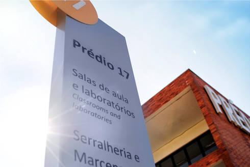 Prédio 17: Escolas  por Tartan Arquitetura e Urbanismo
