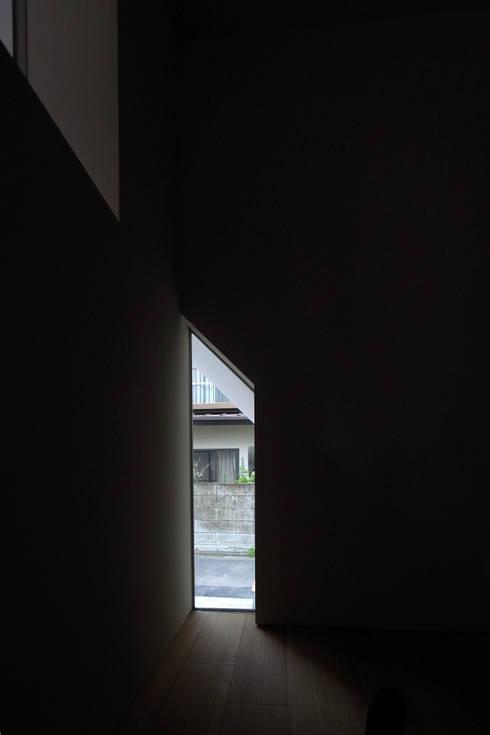ENCLOSE: 充総合計画 一級建築士事務所が手掛けた窓です。