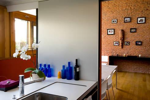 LOFT ATOCHA. Madrid: Cocinas de estilo industrial de Beriot, Bernardini arquitectos