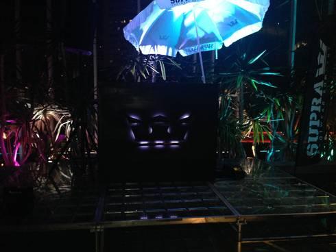 "luminaria ""Supra"" : Salones para eventos de estilo  por Armatoste studio"