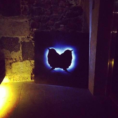 """Luminaria """"Deux"""": Salones para eventos de estilo  por Armatoste studio"""
