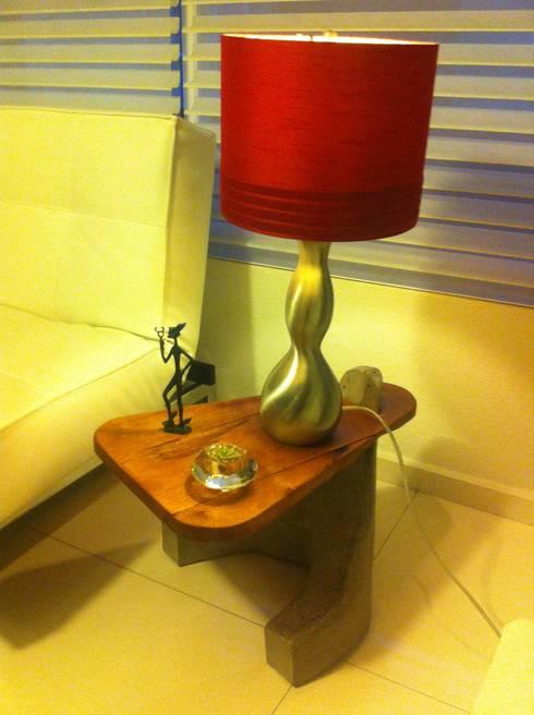 mesa auxiliar: Hogar de estilo  por Armatoste studio