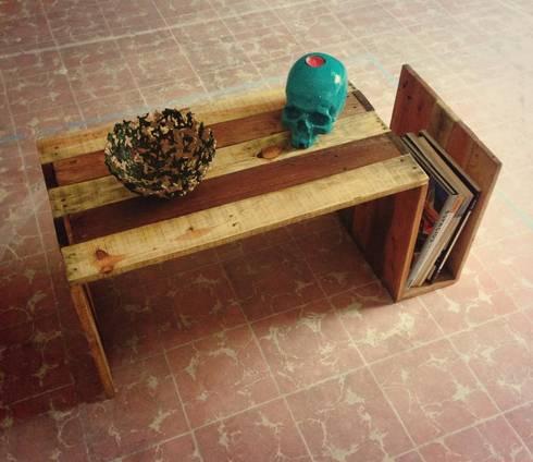 mesa auxiliar con revistero : Salas de estilo rural por Armatoste studio
