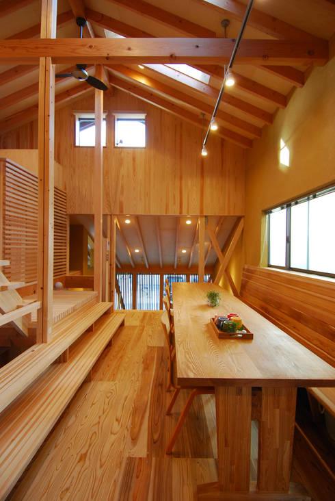 ダイニング・ベンチ見返し: 豊田空間デザイン室 一級建築士事務所が手掛けたダイニングです。