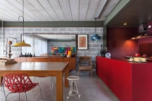 Residência Bandeiras: Salas de jantar industriais por ARKITITO