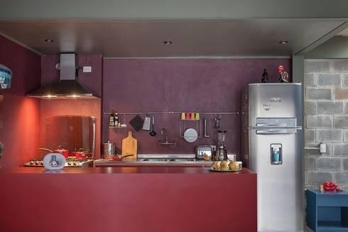Residência Bandeiras: Cozinhas industriais por ARKITITO
