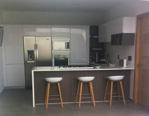 Cocina MInimalista : Cocinas de estilo minimalista por Citlali Villarreal Interiorismo & Diseño