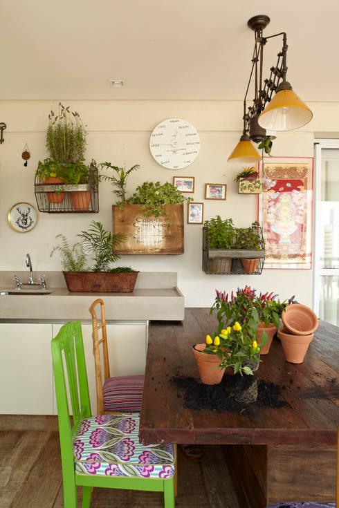 Varanda Gourmet: Terraços  por Lovisaro Arquitetura e Design