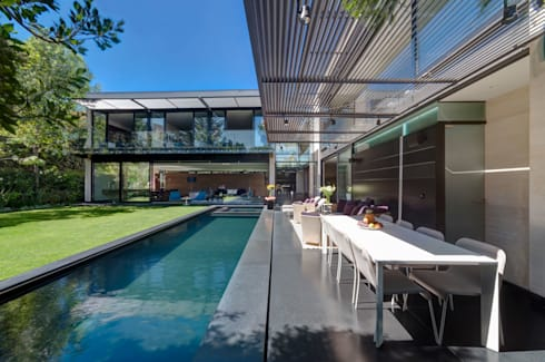 Casa Dalias: Albercas de estilo minimalista por grupoarquitectura