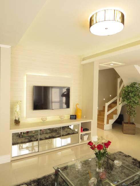 Estar, móvel tv: Salas de estar modernas por Paula Oliveira Szabo Arquitetura