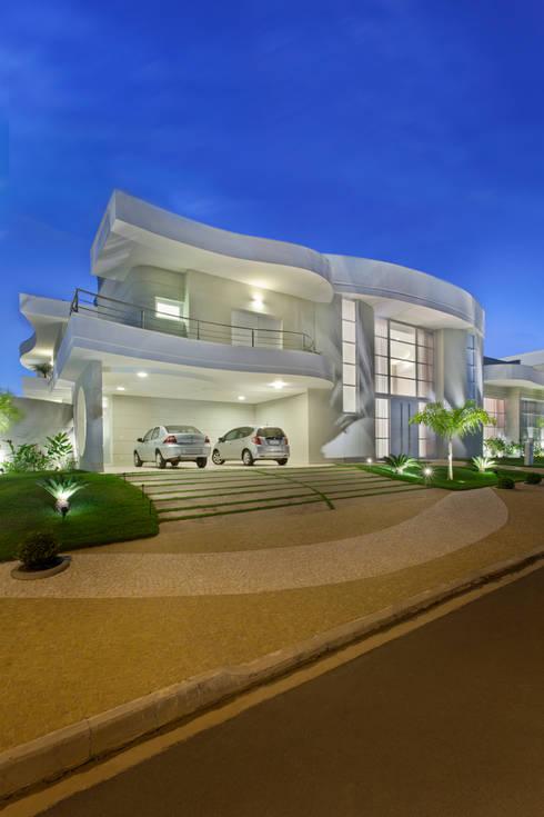 Nhà by Arquiteto Aquiles Nícolas Kílaris