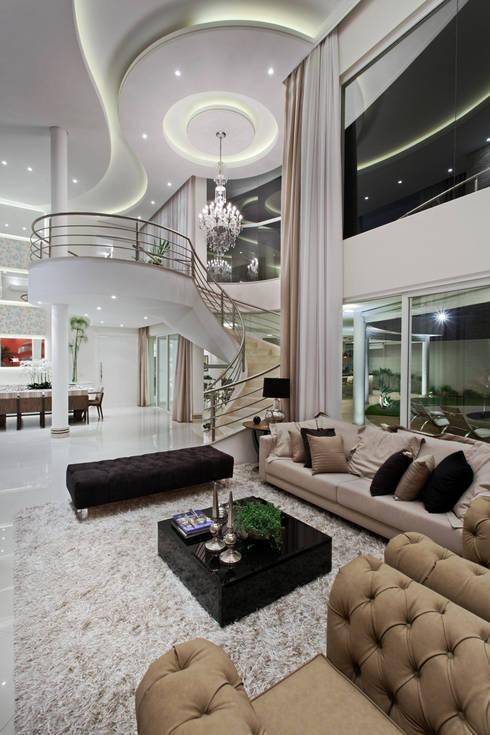 Casa Limeira: Salas de estar  por Arquiteto Aquiles Nícolas Kílaris