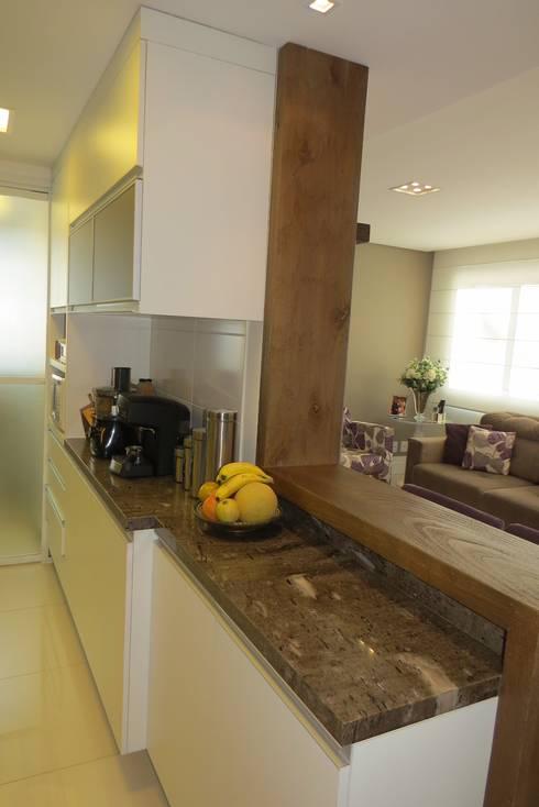 Cozinha: Cozinhas modernas por Paula Oliveira Szabo Arquitetura