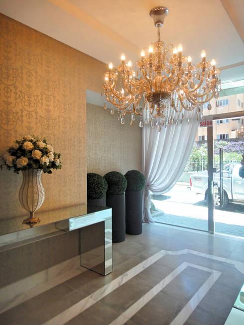 Hall de Entrada: Corredores e halls de entrada  por Gabriela Herde Arquitetura & Design