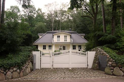 stadtvilla im landhausstil mit mansarddach von im. Black Bedroom Furniture Sets. Home Design Ideas
