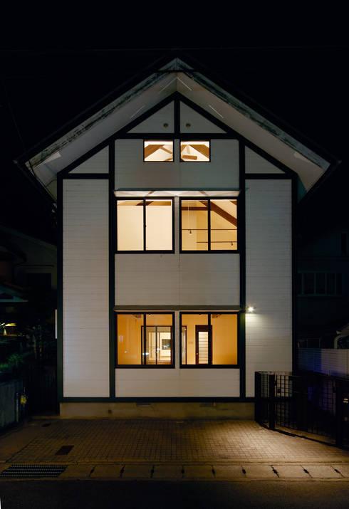 建築家の元自邸をリノベーションでさらに快適な空間に!: 株式会社リボーンキューブが手掛けた家です。