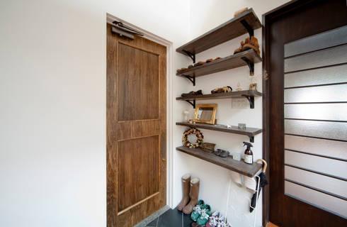 建築家の元自邸をリノベーションでさらに快適な空間に!: 株式会社リボーンキューブが手掛けた窓です。