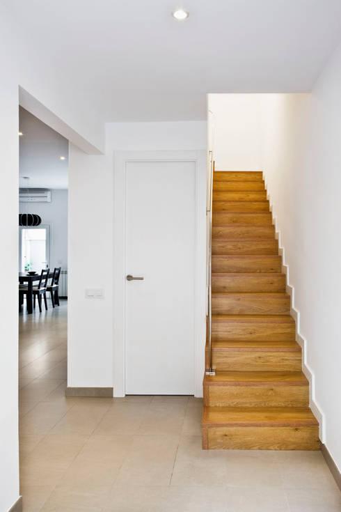 Pasillos y recibidores de estilo  por GPA Gestión de Proyectos Arquitectónicos  ]gpa[®