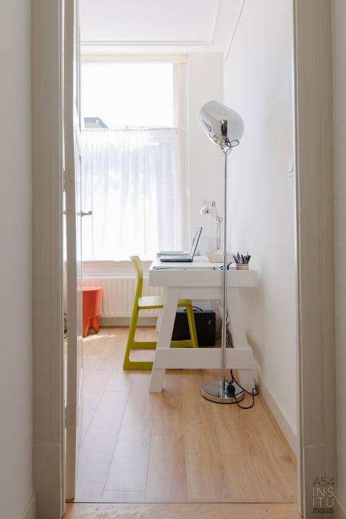 PROYECTO DE INTERIORISMO EN LA HAYA, HOLANDA: Estudios y despachos de estilo escandinavo de A54Insitu