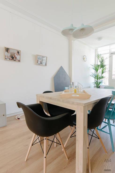 PROYECTO DE INTERIORISMO EN LA HAYA, HOLANDA: Comedores de estilo escandinavo de A54Insitu