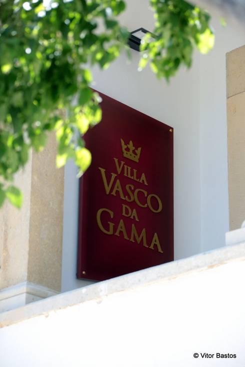 Villa Vasco da Gama | Guest House | Cascais: Terraços  por shfa