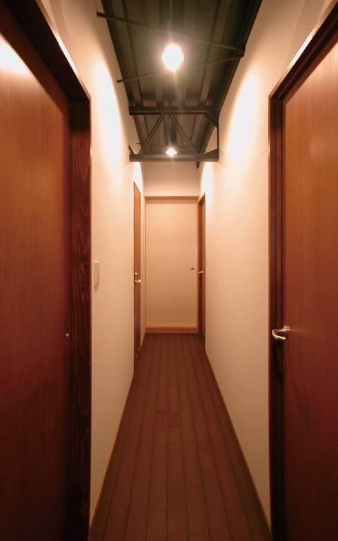 廊下: 株式会社エキップが手掛けた廊下 & 玄関です。