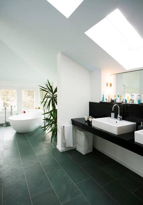 KOE:  Badezimmer von cpm gesellschaft von architekten mbh