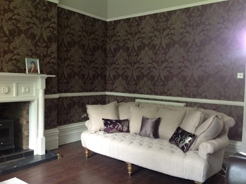 lUXURY LIVING ROOMS : classic Living room by Debra Carroll Interiors