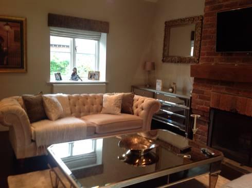 lUXURY LIVING ROOMS : modern Living room by Debra Carroll Interiors