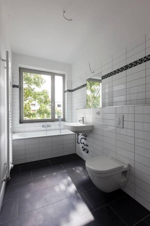 Brunnenstrasse 141 A, 10115 Berlin, Haus an der Mauergedenkstätte:  Badezimmer von Becker + Hofstätter, Projektsteuerung und Controlling GmbH & Co. KG