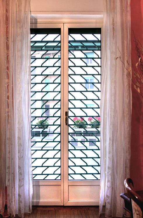 Puertas y ventanas de estilo clásico por Fides