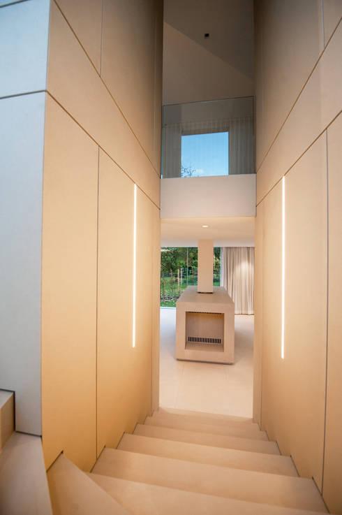 EINFAMILIENHAUS KLOSTERNEUBURG | AUT:  Flur & Diele von Moser Architects