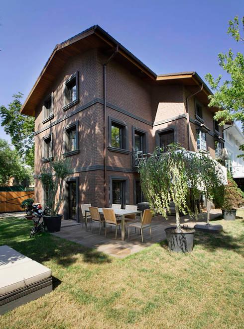 Udesign Architecture – Levent Villa: endüstriyel tarz tarz Bahçe