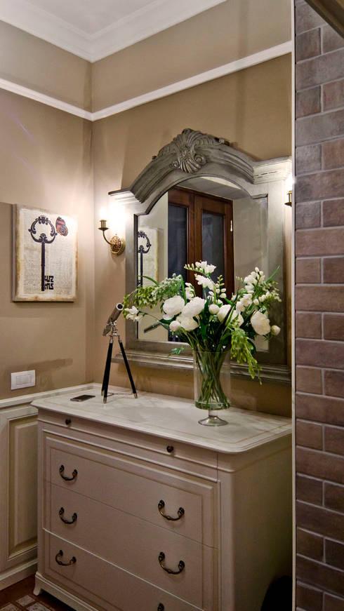 La provenza Italiana - Design degli interni della Villa a Rapallo: Ingresso & Corridoio in stile  di NG-STUDIO Interior Design
