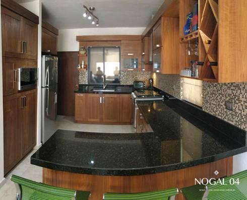 Cocina Contemporánea Nogal: Cocinas de estilo moderno por Nogal 04