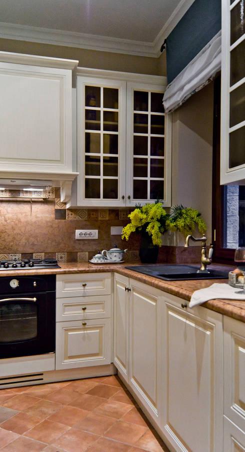 La provenza Italiana - Design degli interni della Villa a Rapallo: Cucina in stile  di NG-STUDIO Interior Design