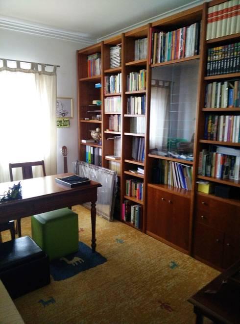 Escritório Preto no Branco - Antes:   por MUDA Home Design