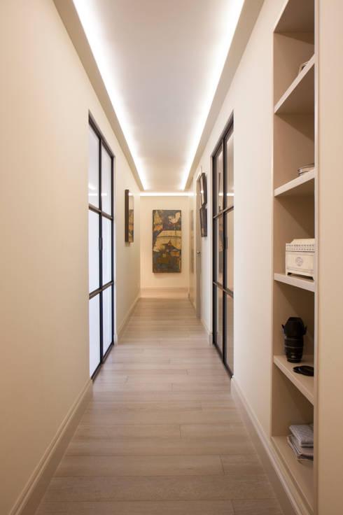 Interiorismo, C/ Cronista Cabreres e Ballester: Pasillos y vestíbulos de estilo  de Estatiba construcción