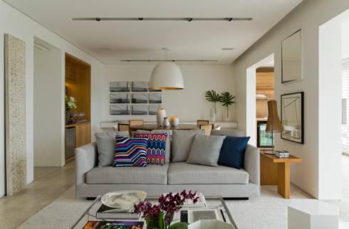 Pabamby Apartment: Salas de estar modernas por DIEGO REVOLLO ARQUITETURA S/S LTDA.