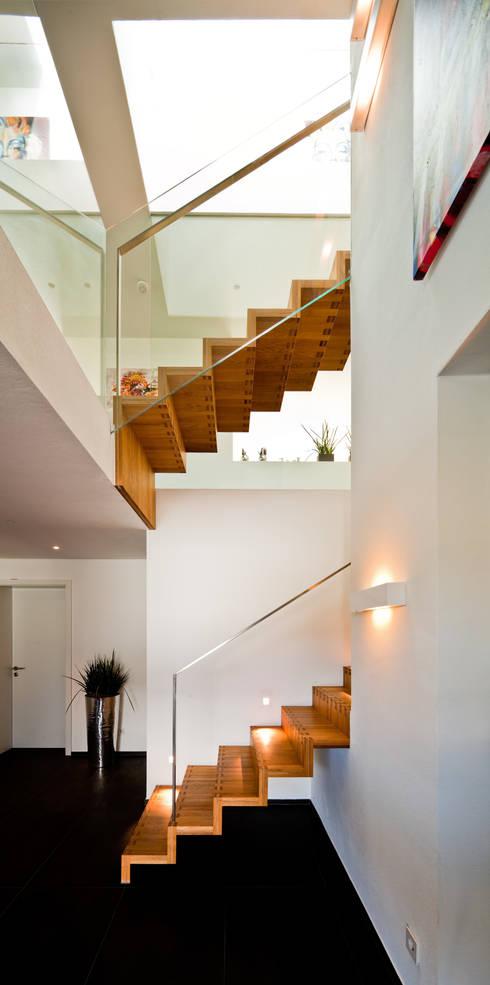 Corridor & hallway by brügel_eickholt architekten gmbh